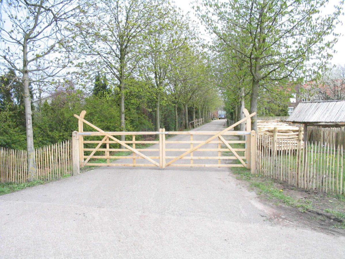 Double portail d'accès anglais chêne
