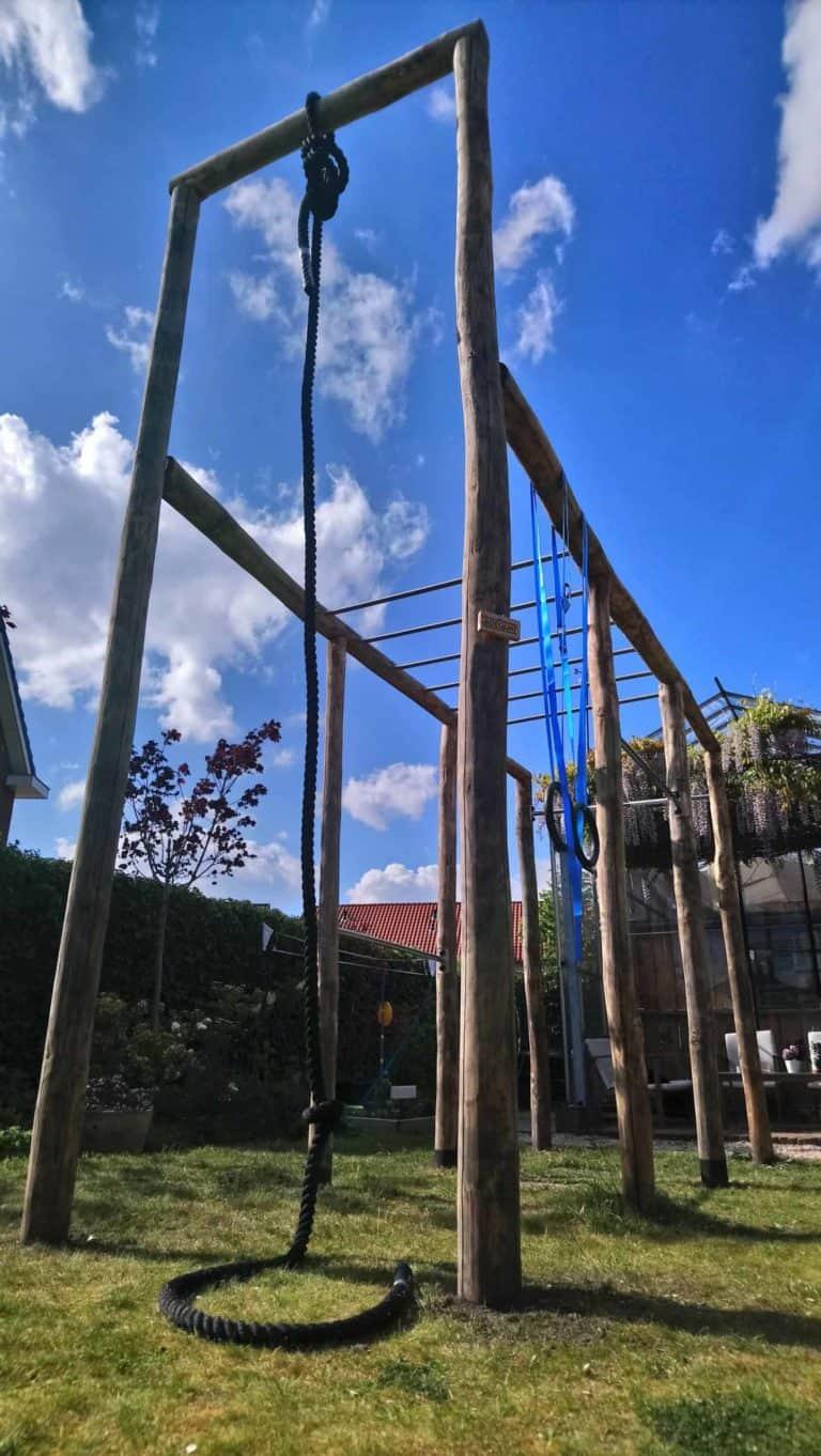 kastanjehouten palen met een diameter van 10-12 cm voor speeltoestel