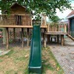 Speelhuis voor kinderen van douglas planken en kastanjehouten palen  Adéquat